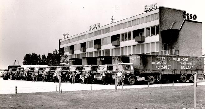 Trucks-met-de-chauffeurs-Kantoor--Parking