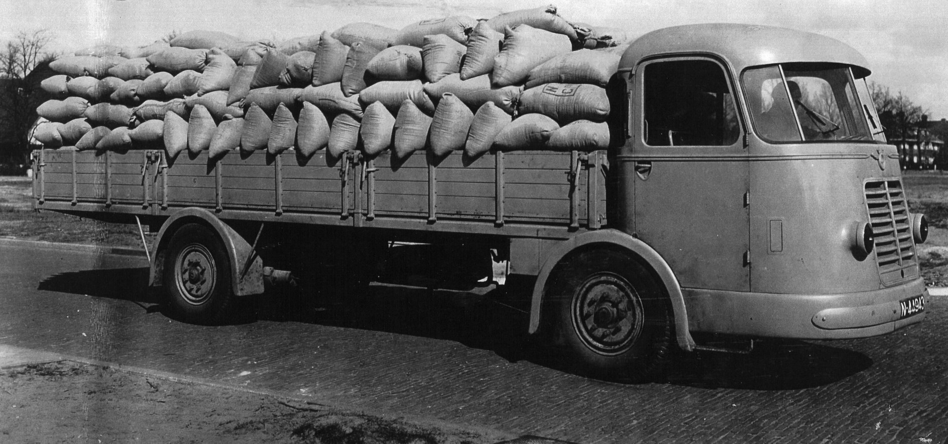 DAF-DT10--1943--2