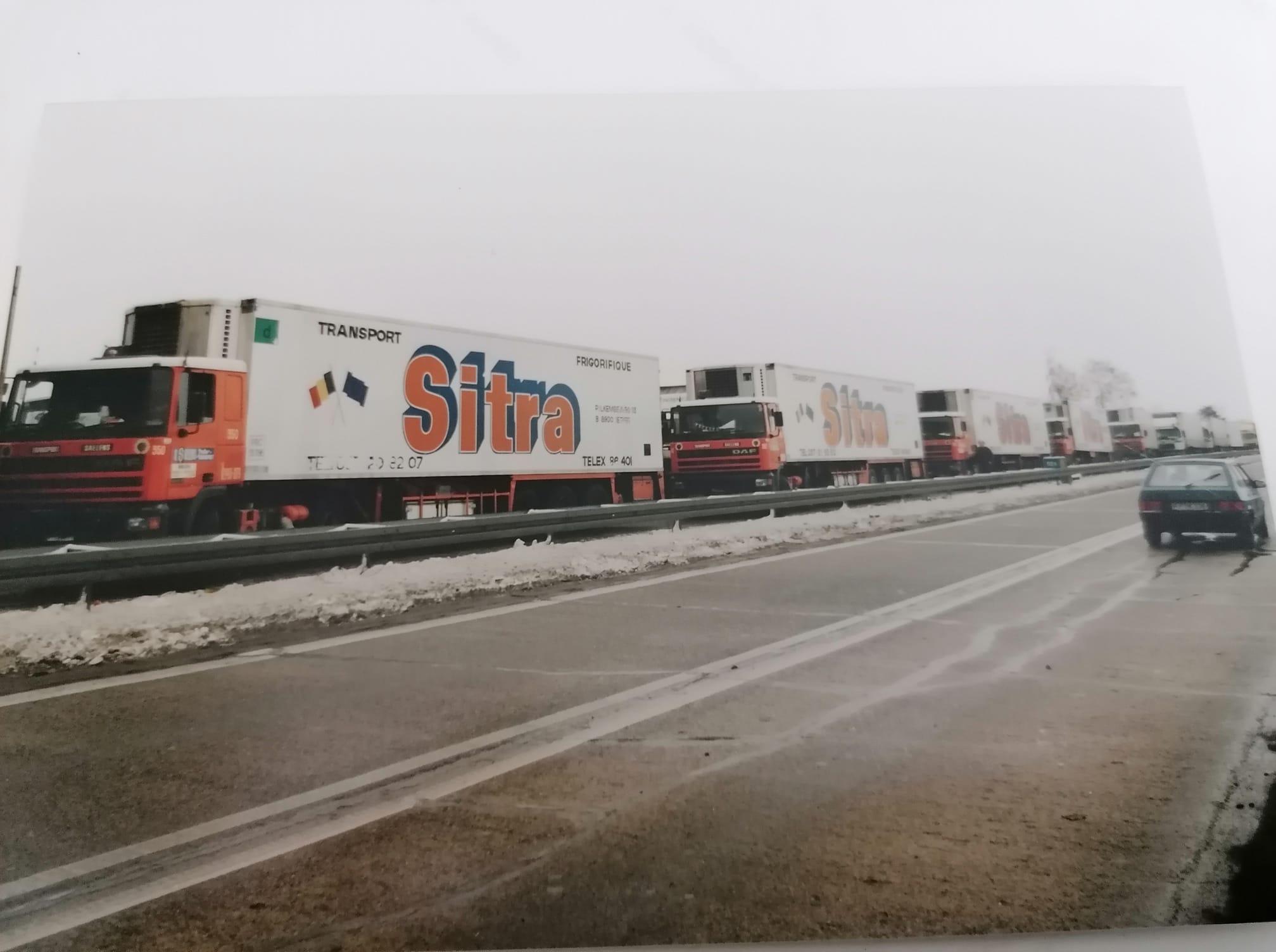 Hans-Werner-De-sitra-train-wachtend-aan-de-grens-met-Belle-Rus-om-door-te-rijden-grenscontrolle---