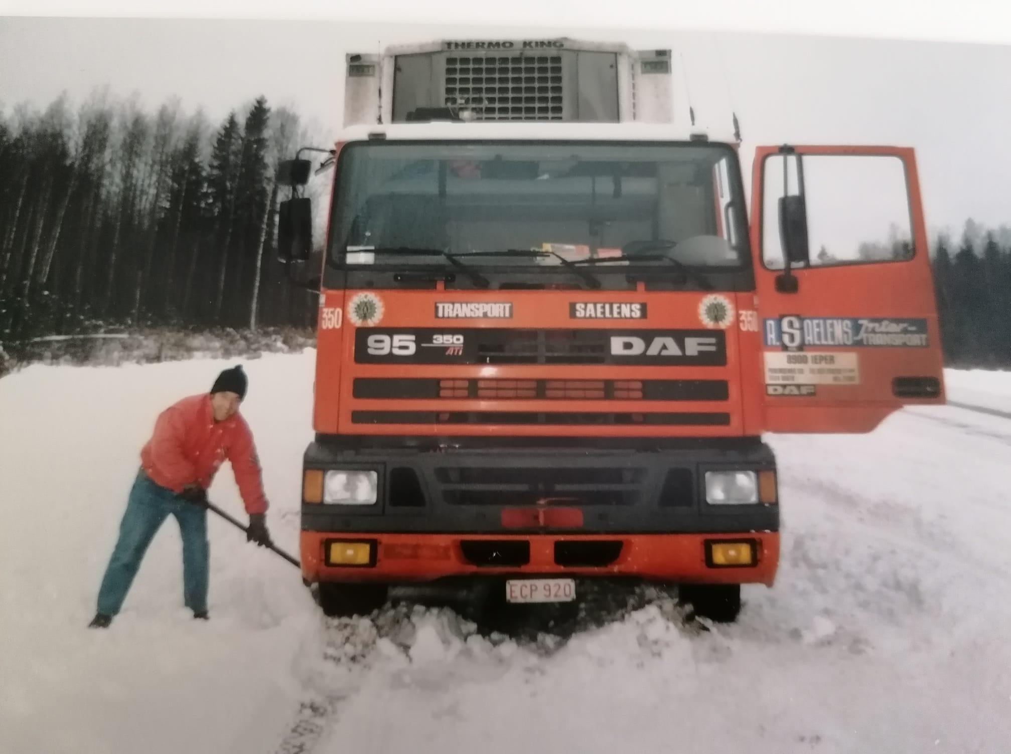 hier-kleine-Wilfried-D-hondt-aan-het-sneeuw-scheppen-in-het-koude-Rusland-op-weg-naar-Moskou-was-toen-en-paar-jaar-jonger