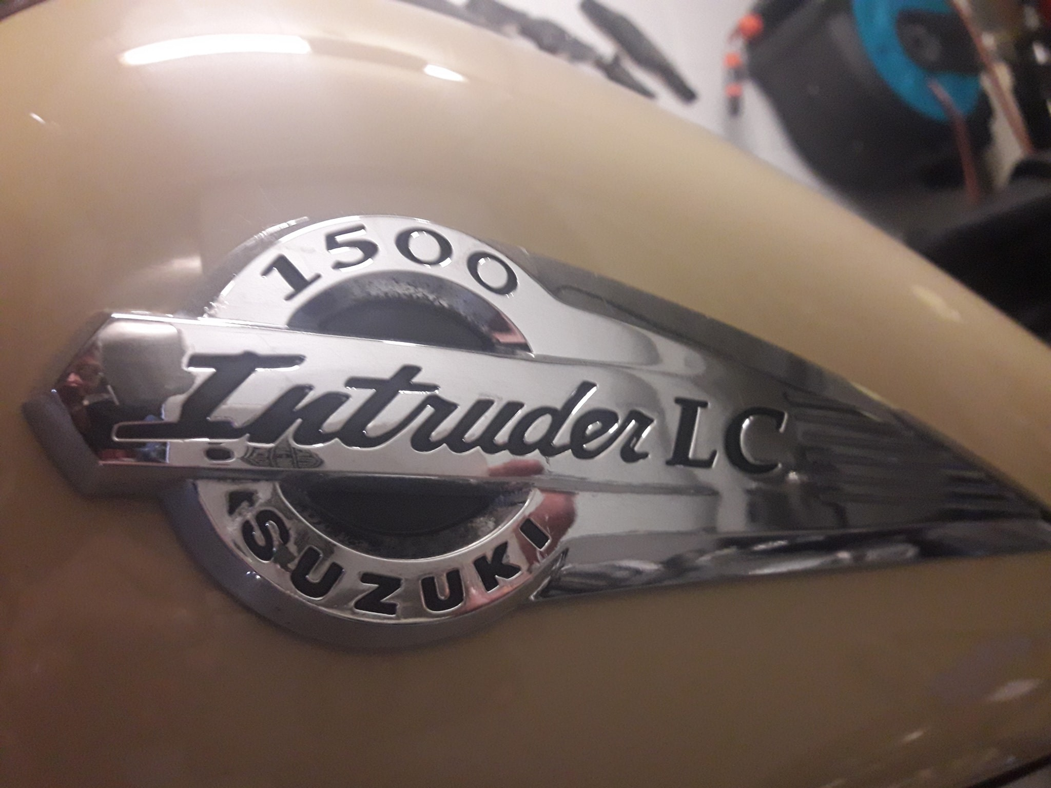 Suzuki-Intruder-1