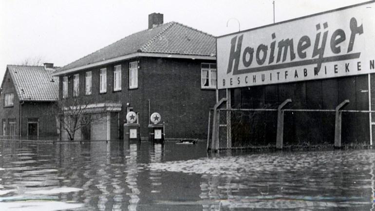 Watersnood-1953-treft-ook-fabriek-Hooimeijer-Foto-Hist-Ver-Barendrecht