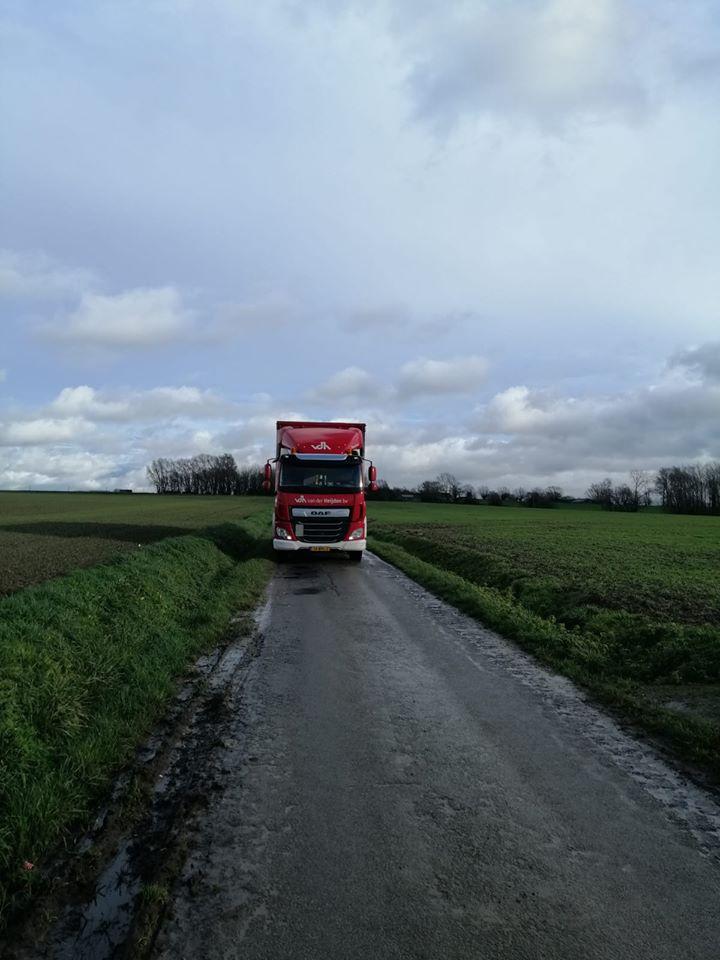 chauffeur-Nick-Mauritsz-tijdens-een-rit-naar-Mainvault-in-Belgie.-3
