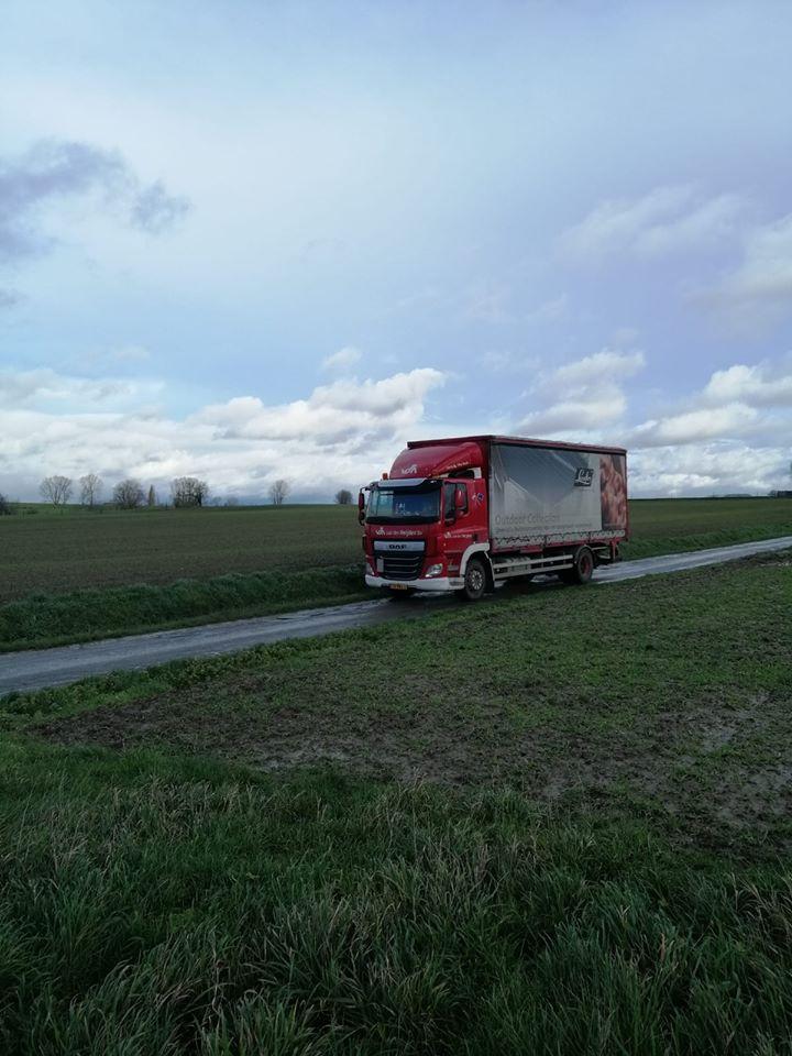chauffeur-Nick-Mauritsz-tijdens-een-rit-naar-Mainvault-in-Belgie.-4