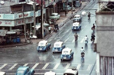 Renault-Taxi-in-Vietnam