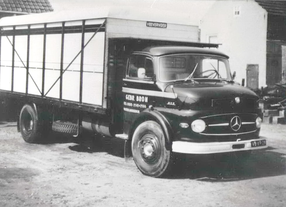 Mercedes-322-met-een-veevervoer-opbouw-Lolle-Rondaan-foto