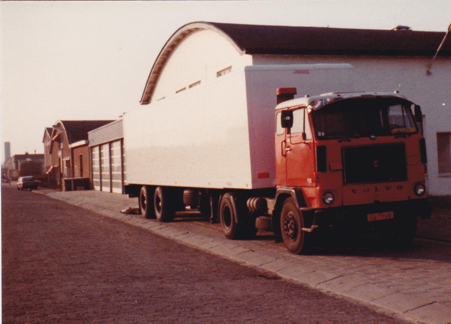 Volvo-F88-Van-Ham-Teteringen-foto-gemaakt-in-Goes-1982