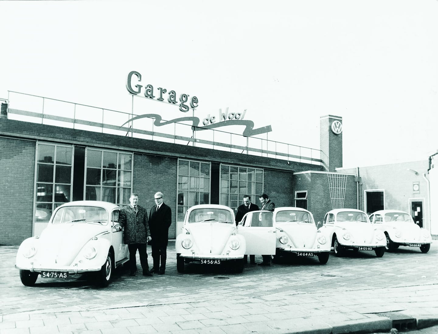 Volkswagen--dealer-garage-de-Waal-in-Tiel