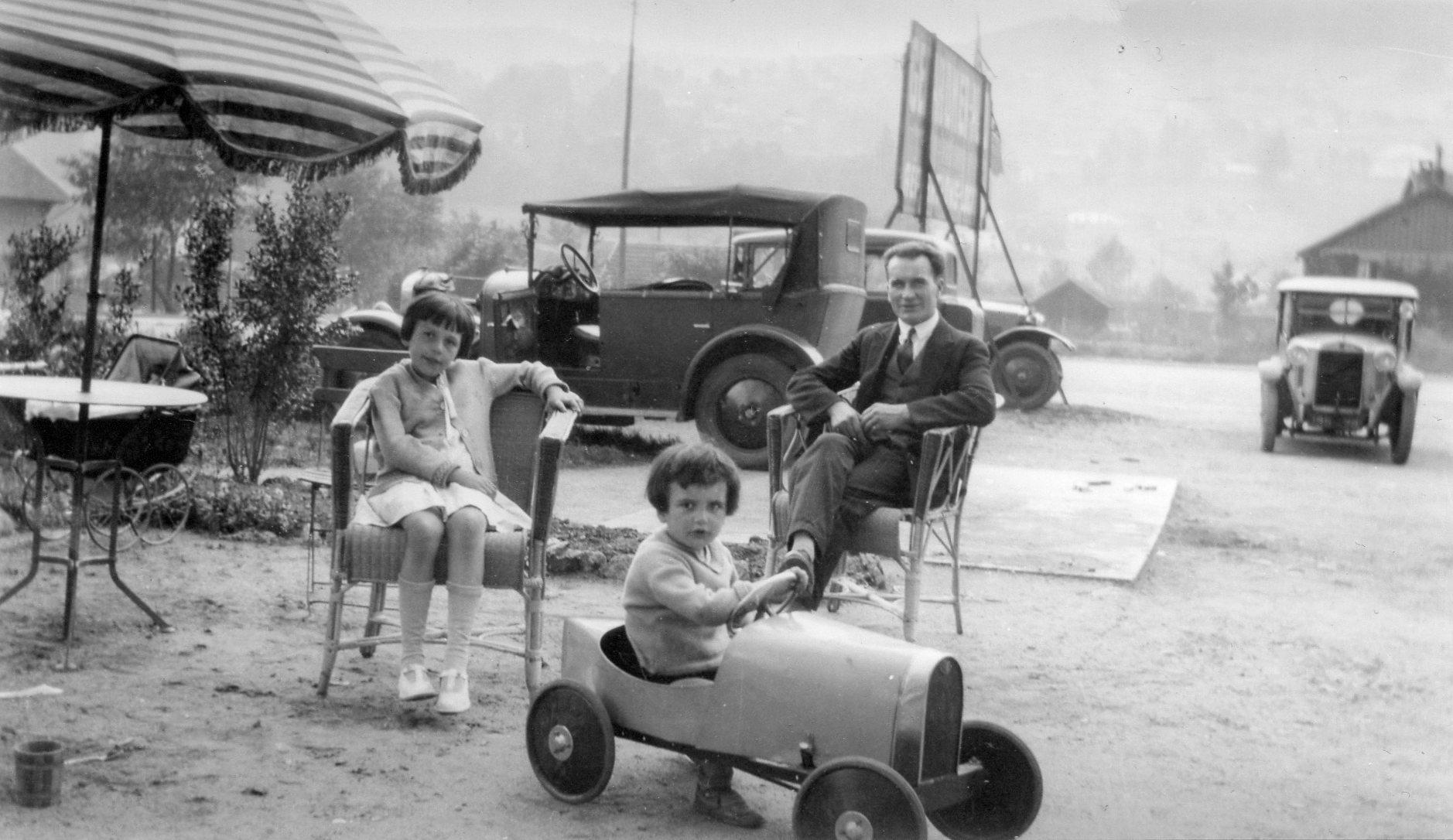 Mon-pere-dans-sa-Bugatti-a--pedales-Mijn-vader-in-zijn-Bugatti-pedalen--1931-3