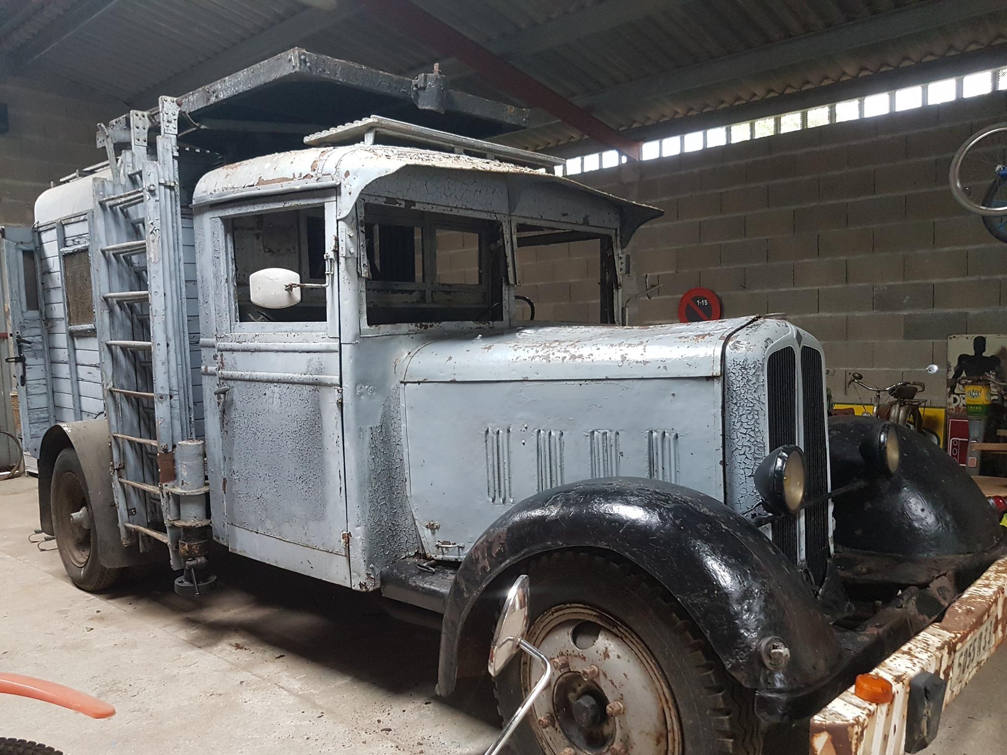 Renault--dit-model-was-speciaal-ontworpen-voor-het-onderhoud-van-de-tramcatenaires-van-Bordeaux-in-de-jaren-30--Tof-Mobeur-archive-3