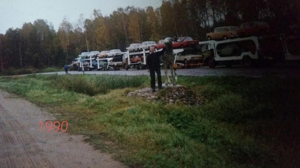 Niet-met-mega-cabine-naar-Rusland-maar-met-slaapbak-achter-cabine.-Geladen-in-Groningen-en-lossen-nabij-Moskou.-Deze-stoere-mannen-zijn-Bertus-de-Boer--Kars-Koop-.Iets-en-Tjeerd-Haan--En-Tine-Haan5