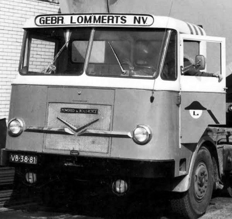 Verheul-met-Rolls-Royce-motor-cabine-nog-van-Kromhout-met-de-gril-van-Verheul-dat-in-1962-dit-heeft-overgenomen-