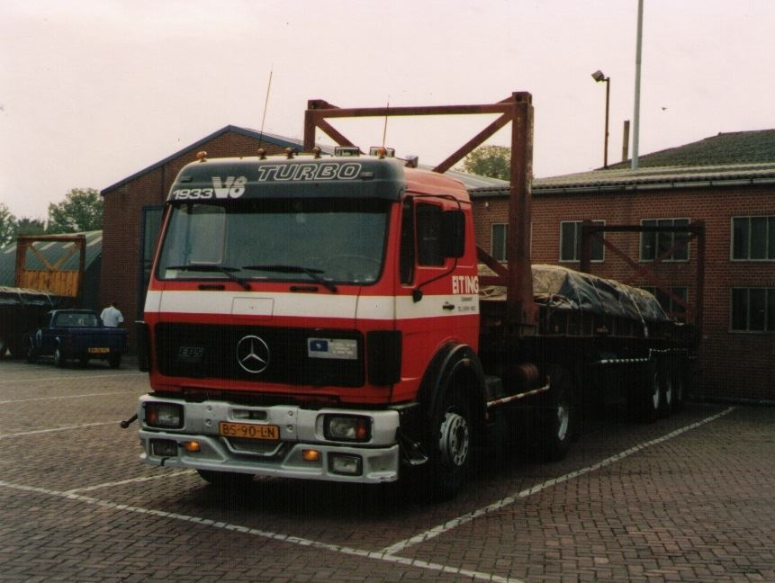 Eiting-charter-bij-Hegeman-met-2-autos-in-de-containers