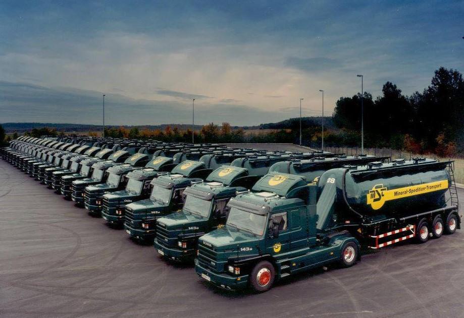 Scania-143-rijtje