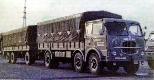 Fiat-Combi-kijk-eens-naar-de-tank-van-deze-wagen-die-ook-International-rijd