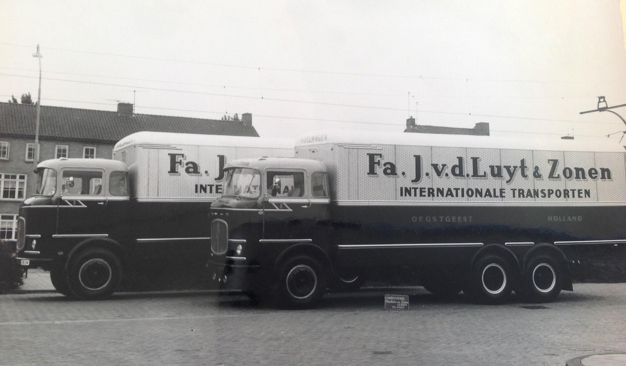 Scania-LV--Carr-cabine-v-Eck-en-de-bak-Deckers-Leiden-2