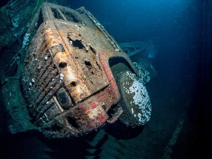 Zenobia-scheepsramp--ligt-voor-Cypres-van-Maas-