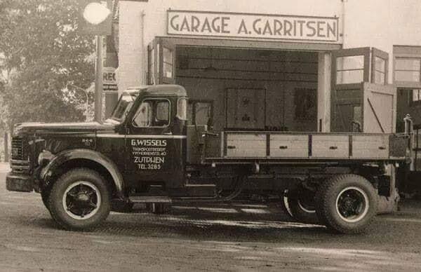 0-REO-bij-garage-A-Gerritsen-in-Warnsveld-