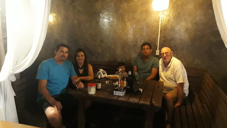 22-6-2019---Met-Neia-Santos-en-Lucas-Borges-Cappelari-bij-Choppao-Espetos-Grill-Luis-Eduardo-Magalhaes-BA--1