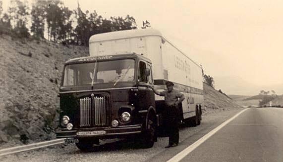 Leegwater--chauffeur-Dik-Bout-Scania-vabis-75-1958