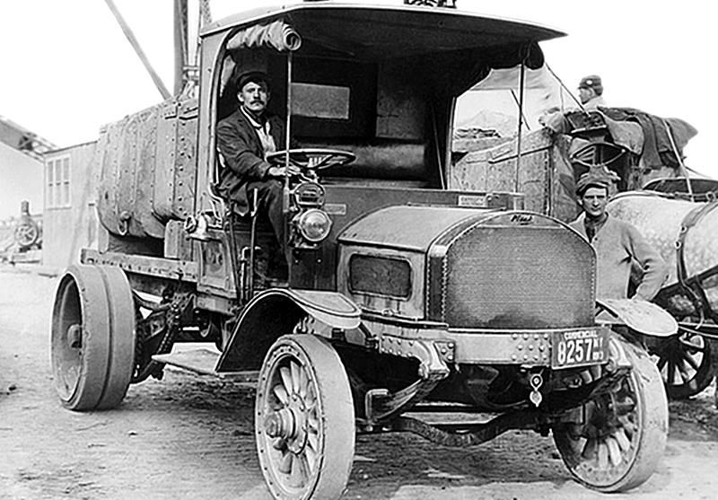 Mack-7-ton-truck-1907-met-ketting-aandrijving
