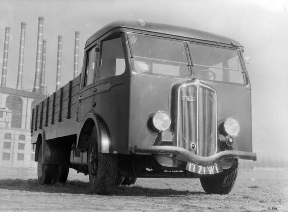 Renault-de-type-ABF-85-cv-5-5-tonnes-en-1934