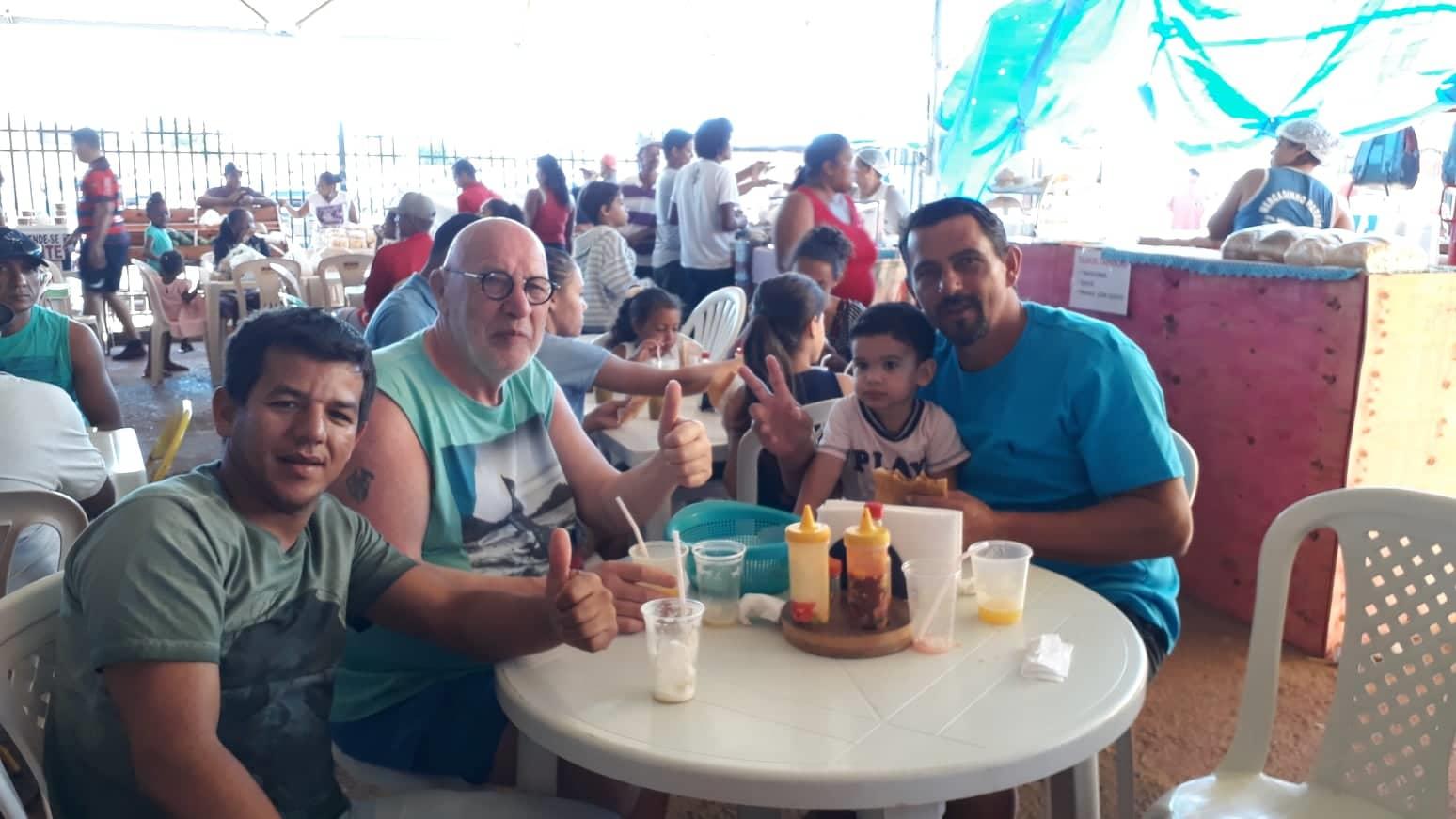2-6-2019-van-deze-chauffeur-heb-ik-een-lift-gekregen-richting-Seabra-hier-op-de-grote-markt-in-Luis-Eduardo-Maghaeles--op-zondag