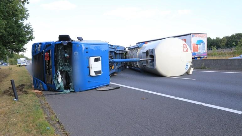 De-vrachtwagen-is-geschaard-28-7-2019--A-67