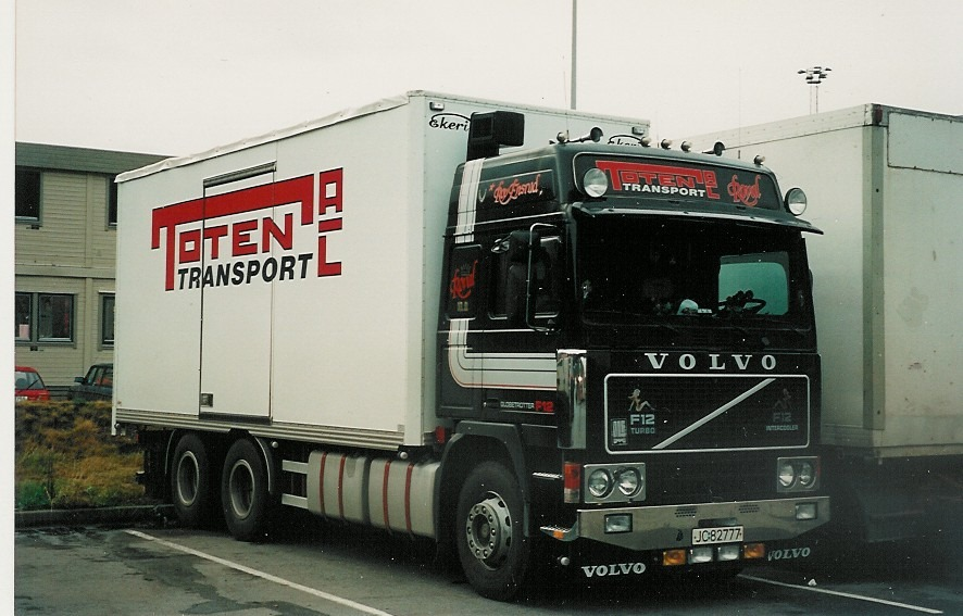 Volvo--F-12--1