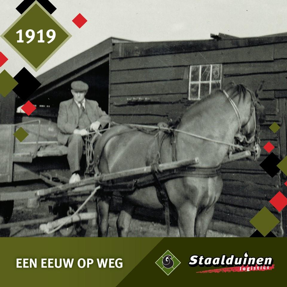 In-1919-startte-Dirk-van-Staalduinen-het-bedrijf-met-het-vervoer-van-goederen-per-paard-en-wagen