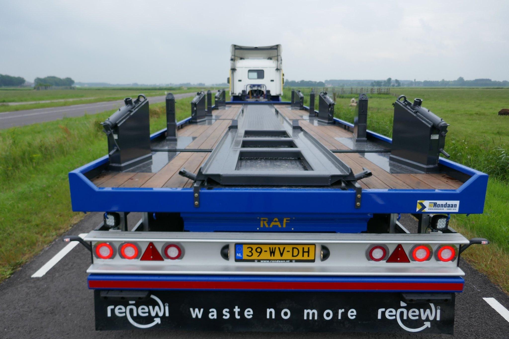 een-3-assige-R.A.F-Portaalaanhangwagen-geschikt-voor-3-portaalcontainers--2-8-2019--1