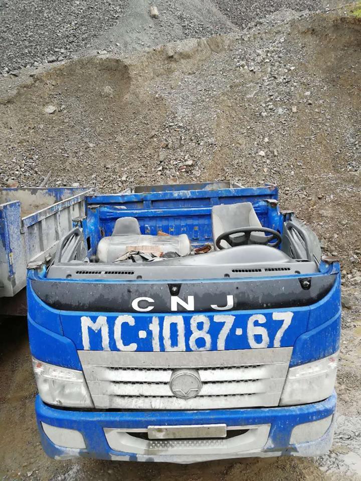 5-dumpers-voor-Tajikistan-voor-in-de-mijnen.-cabines-wordt-half-eraf-gehaald-2