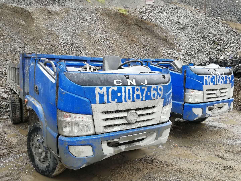 5-dumpers-voor-Tajikistan-voor-in-de-mijnen.-cabines-wordt-half-eraf-gehaald-3