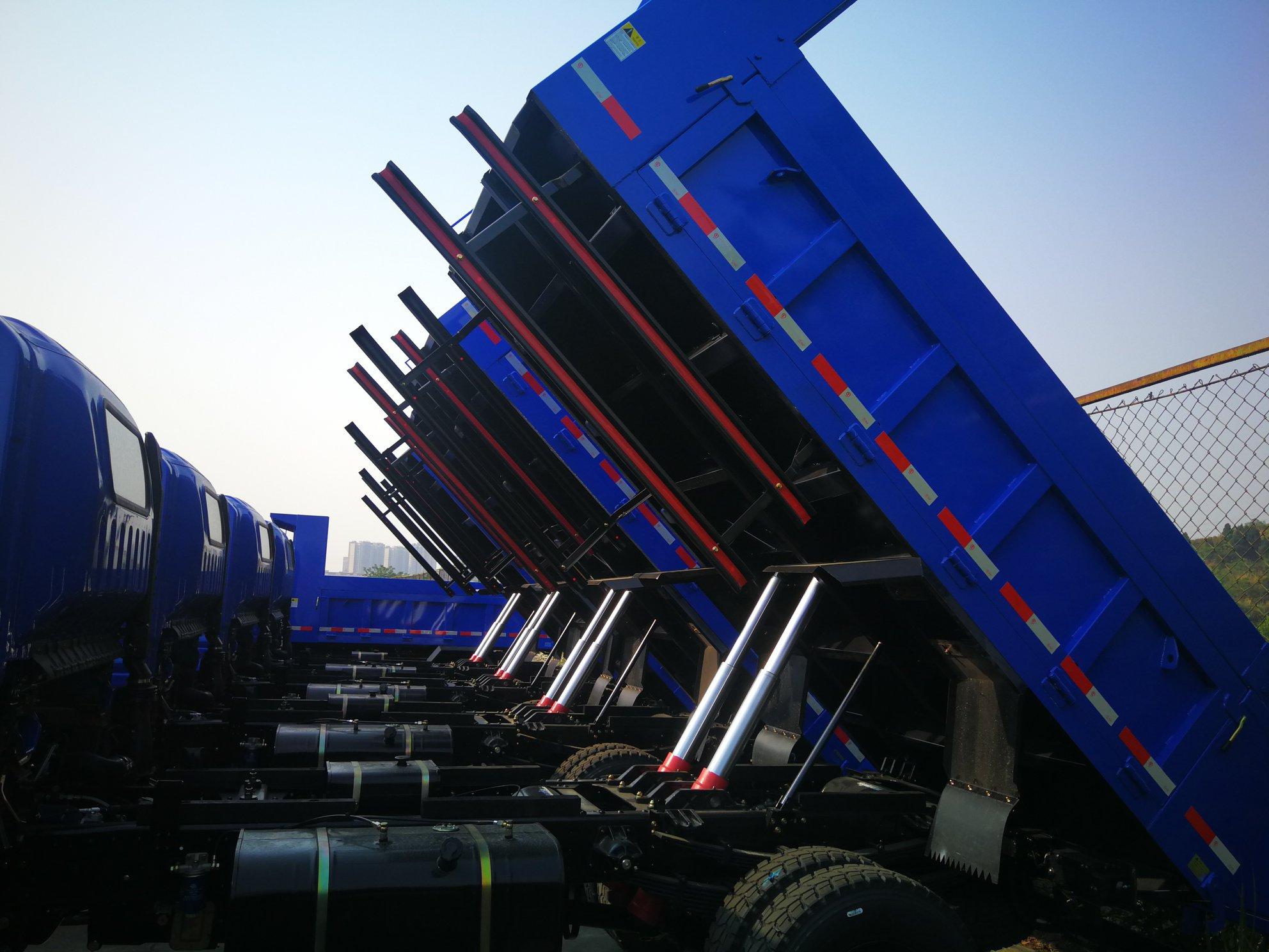 5-dumpers-voor-Tajikistan-voor-in-de-mijnen.-cabines-wordt-half-eraf-gehaald-4