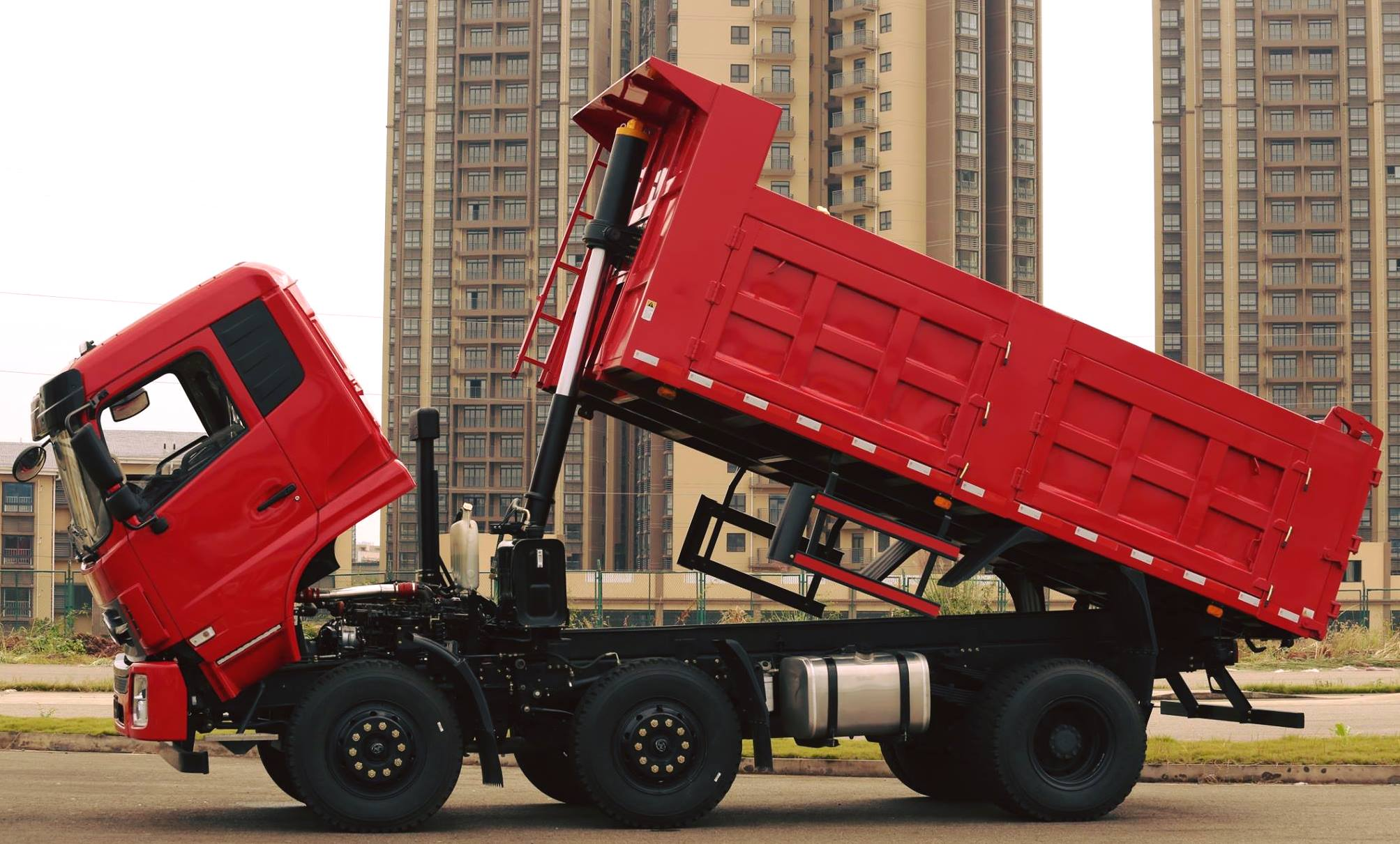 CNJ-Heavy-Trucks--K60-Series--from-20-tons-to-40-tons-5