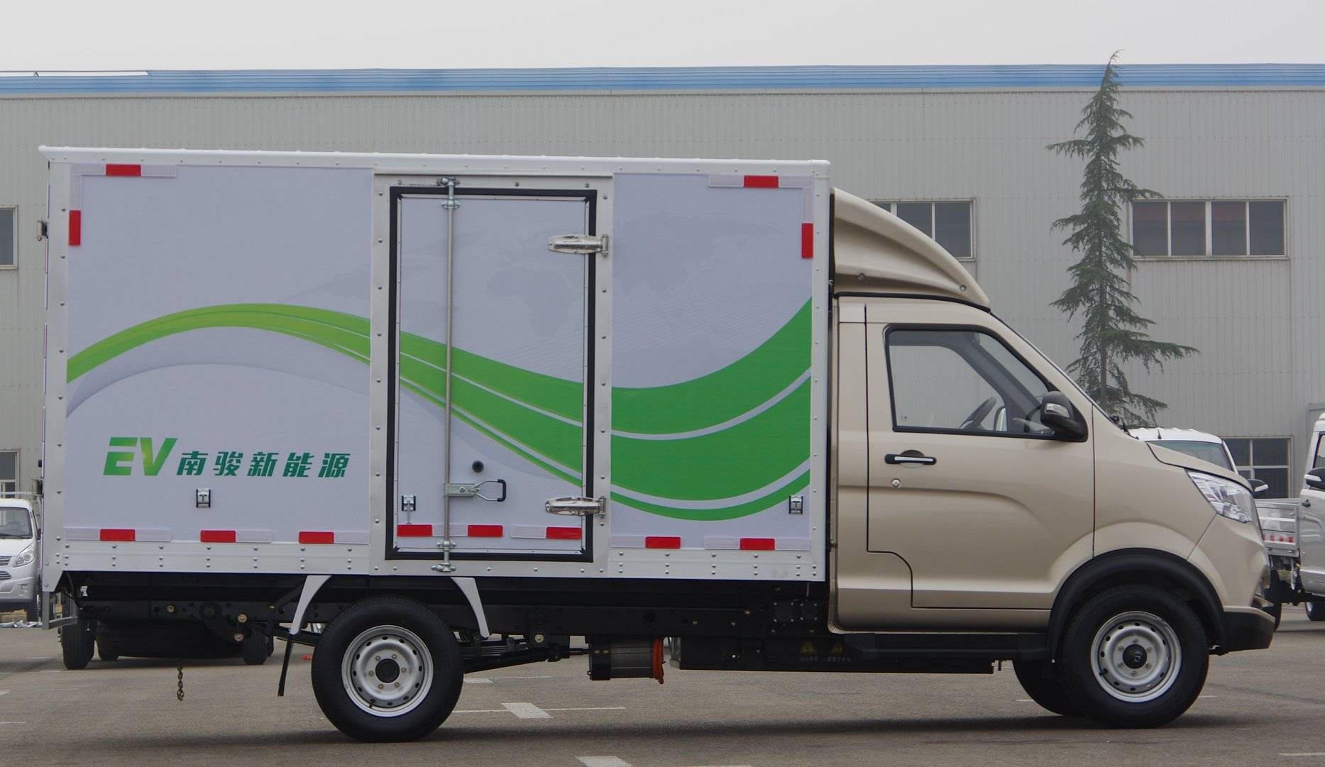 Cnj-elektrische-vrachtwagens-van-39-kwh-tot-93-kwh-met-lading-van-2-5-ton-tot-8-ton-1