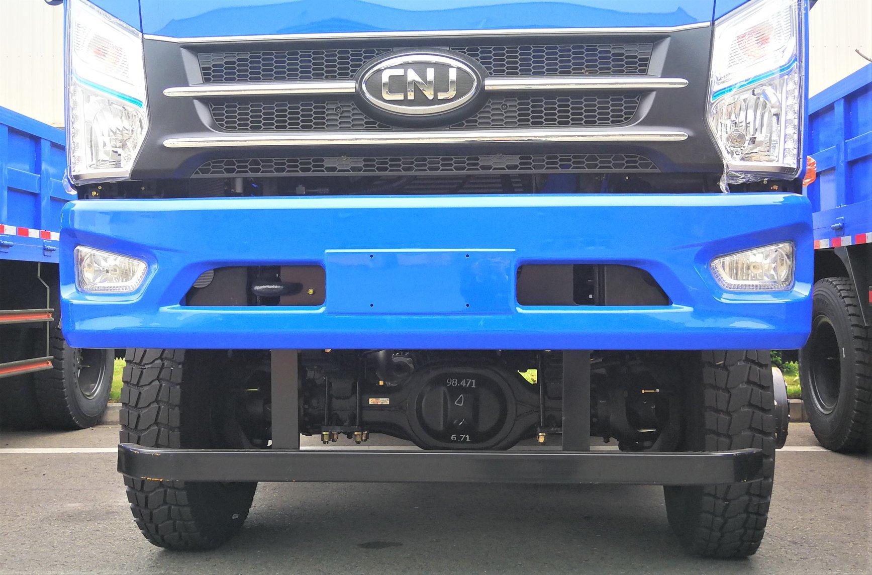 cnj-4-wd-dumper-trucks-zijn-veilig-aangekomen-in-liberia--2