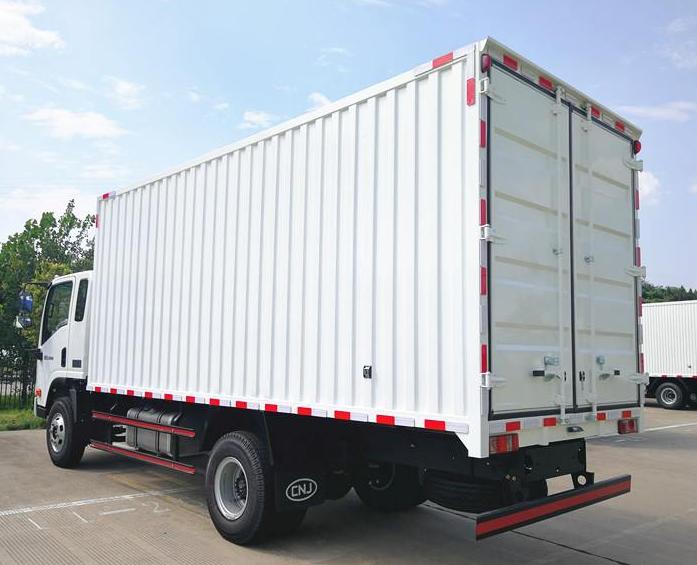 Lichte-trucks--alleenstaande-cabine--een-en-halve-cabine--dubbele-cabine-diesel-motoren-van-80-pk-tot-160-4-ton-tot-12-ton-pk21