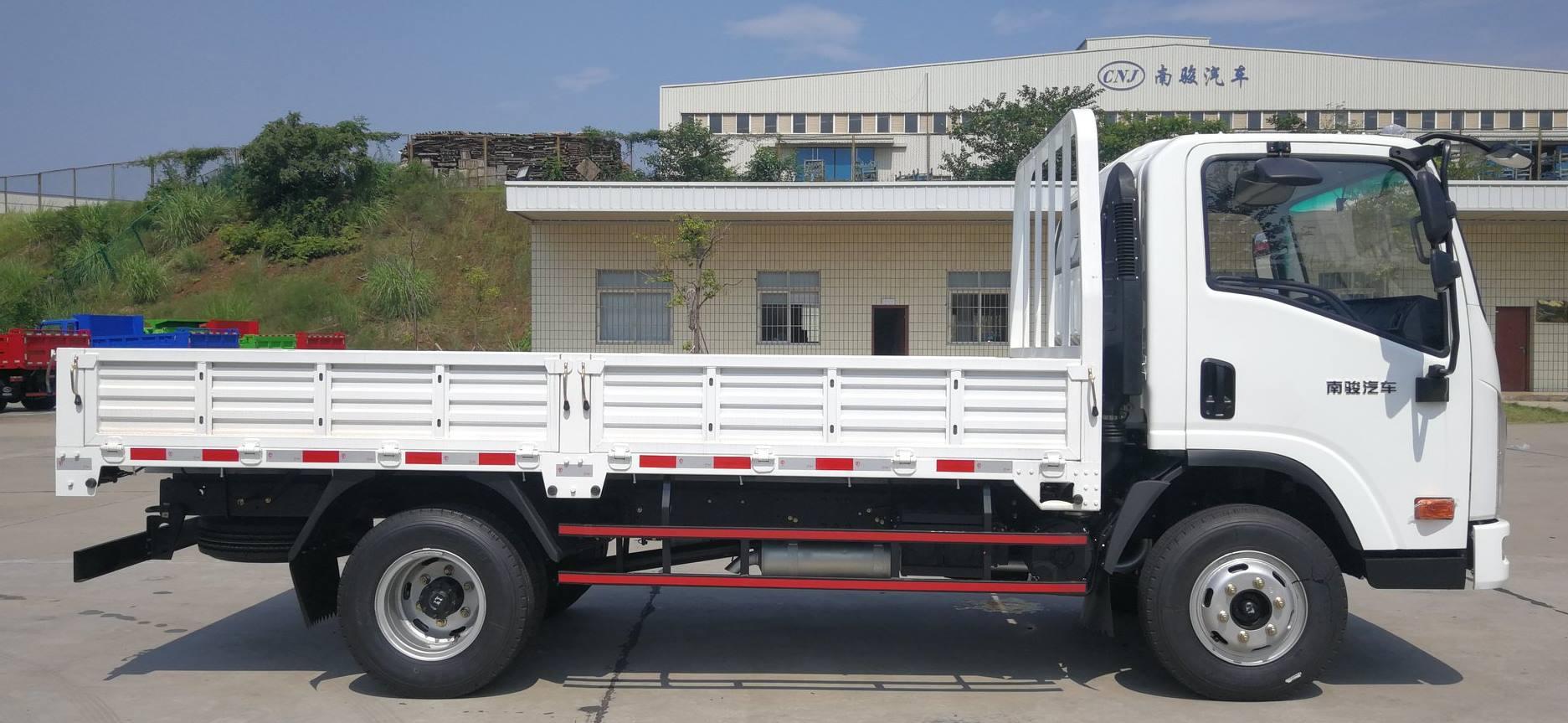 Lichte-trucks--alleenstaande-cabine--een-en-halve-cabine--dubbele-cabine-diesel-motoren-van-80-pk-tot-160-4-ton-tot-12-ton-pk23