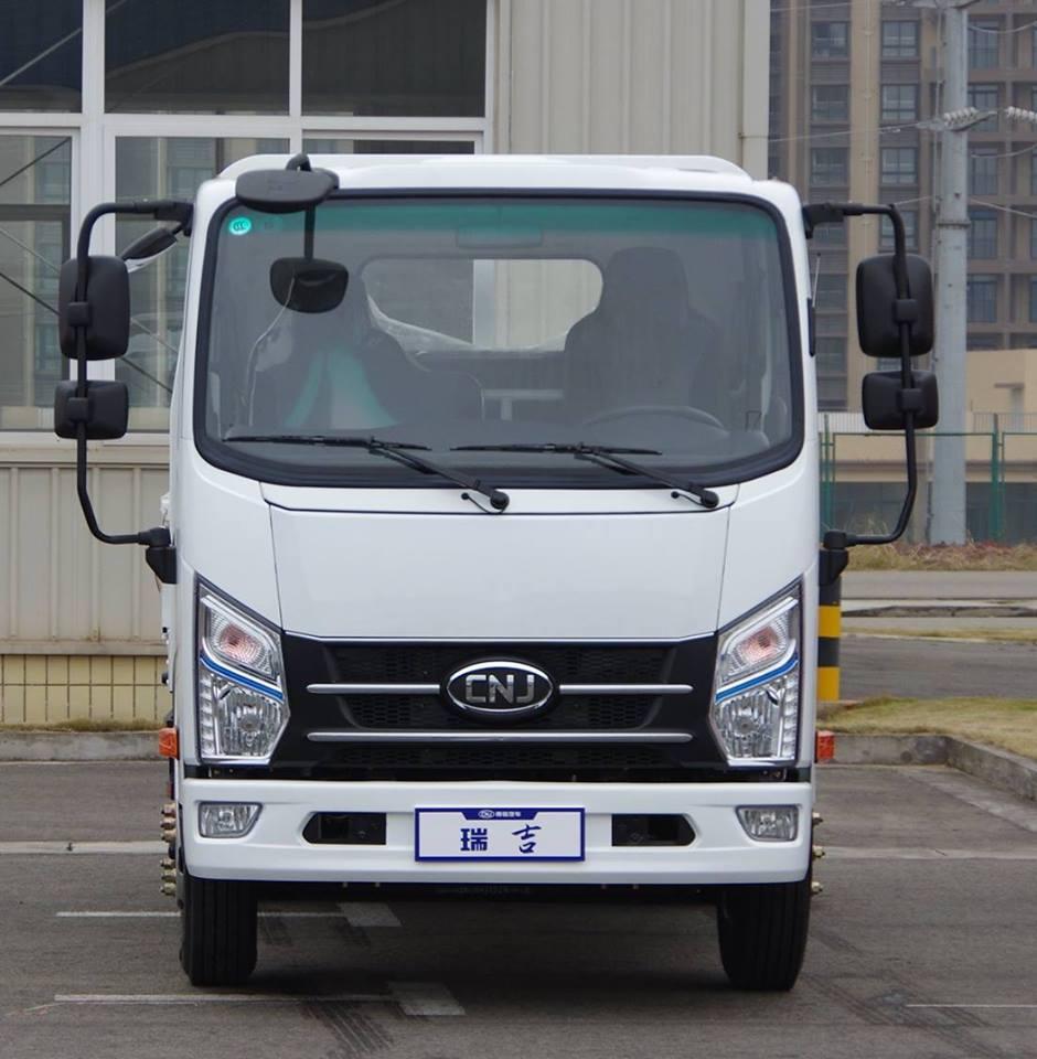 Lichte-trucks--alleenstaande-cabine--een-en-halve-cabine--dubbele-cabine-diesel-motoren-van-80-pk-tot-160-4-ton-tot-12-ton-pk24
