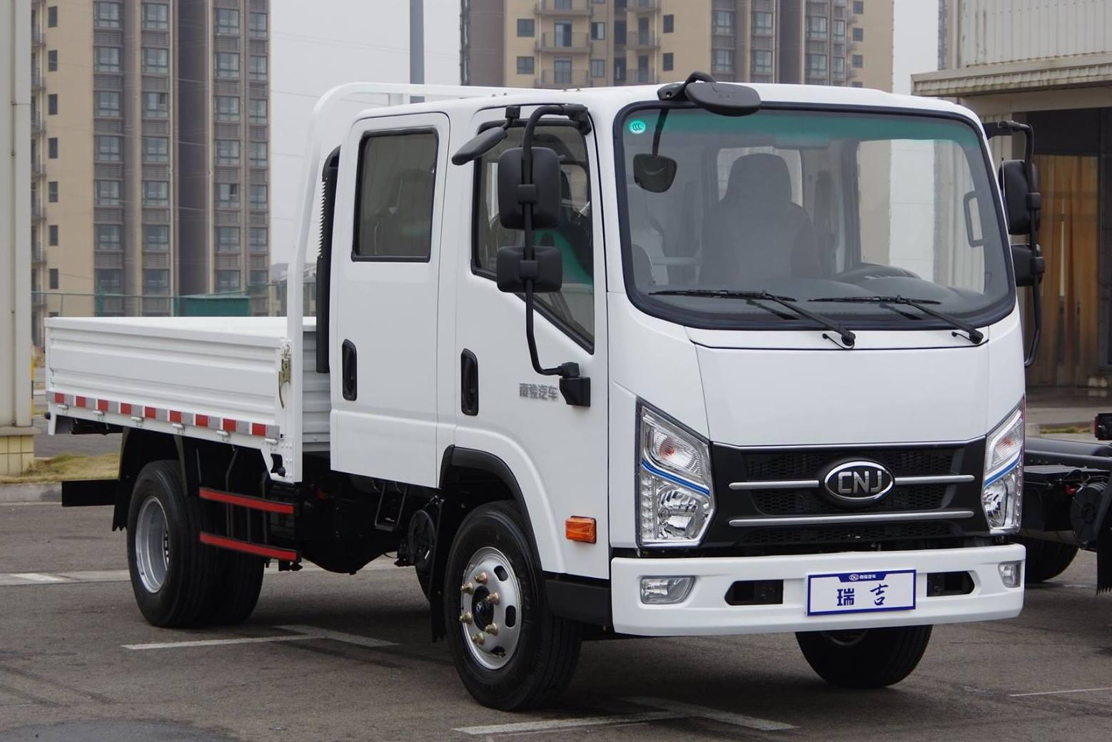 Lichte-trucks--alleenstaande-cabine--een-en-halve-cabine--dubbele-cabine-diesel-motoren-van-80-pk-tot-160-4-ton-tot-12-ton-pk25