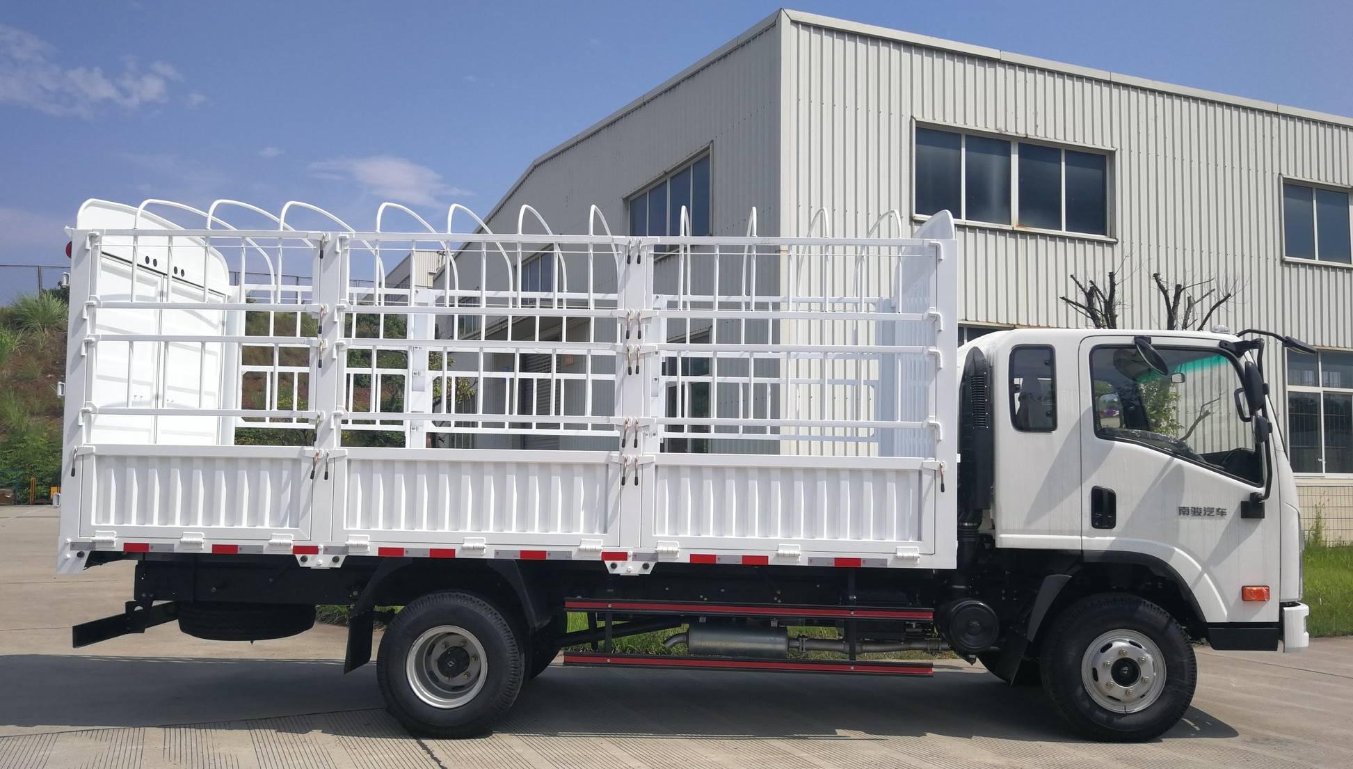 Lichte-trucks--alleenstaande-cabine--een-en-halve-cabine--dubbele-cabine-diesel-motoren-van-80-pk-tot-160-4-ton-tot-12-ton-pk26