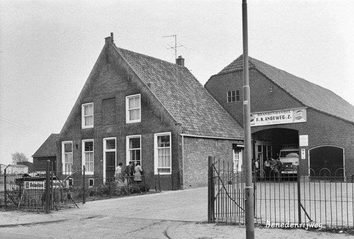 firma-Andeweg-drankenhandel-in-de-schuur-van-de-Dubbelhove-aan-de-Benedenrijweg--IJselmonde