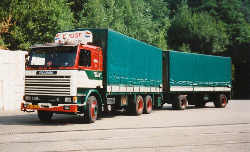 Scania-2-serie-motorwagen-en-aanhangwagen-met-klassieke-huifbakken-Kogge-art-nr-68493