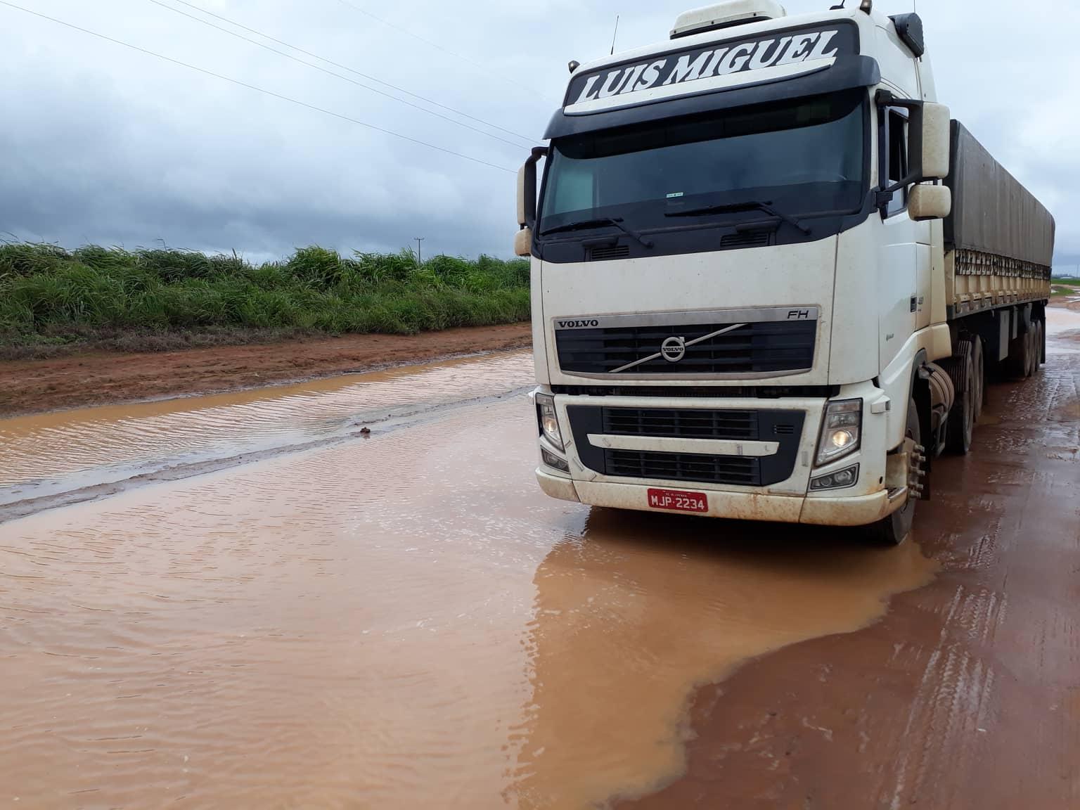 Volvo-in-de-regen---Chuva-4