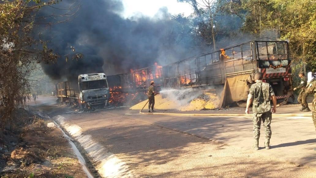 Meerdere-vrachtwagens-onderweg--in-de-buurt-van-Moraes-Almeida-3