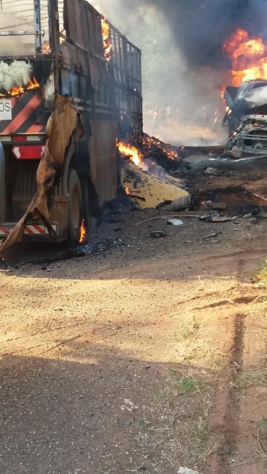 Meerdere-vrachtwagens-onderweg--in-de-buurt-van-Moraes-Almeida-4