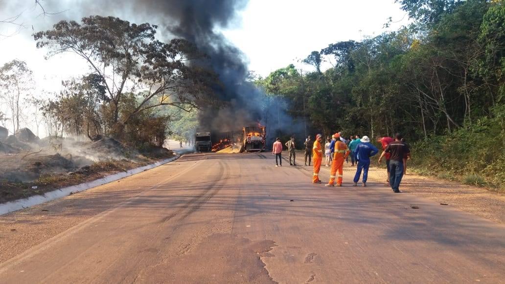 Meerdere-vrachtwagens-onderweg--in-de-buurt-van-Moraes-Almeida-6
