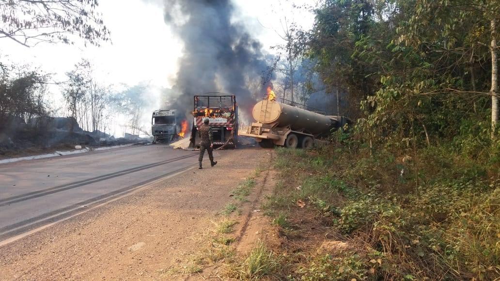 Meerdere-vrachtwagens-onderweg--in-de-buurt-van-Moraes-Almeida-7