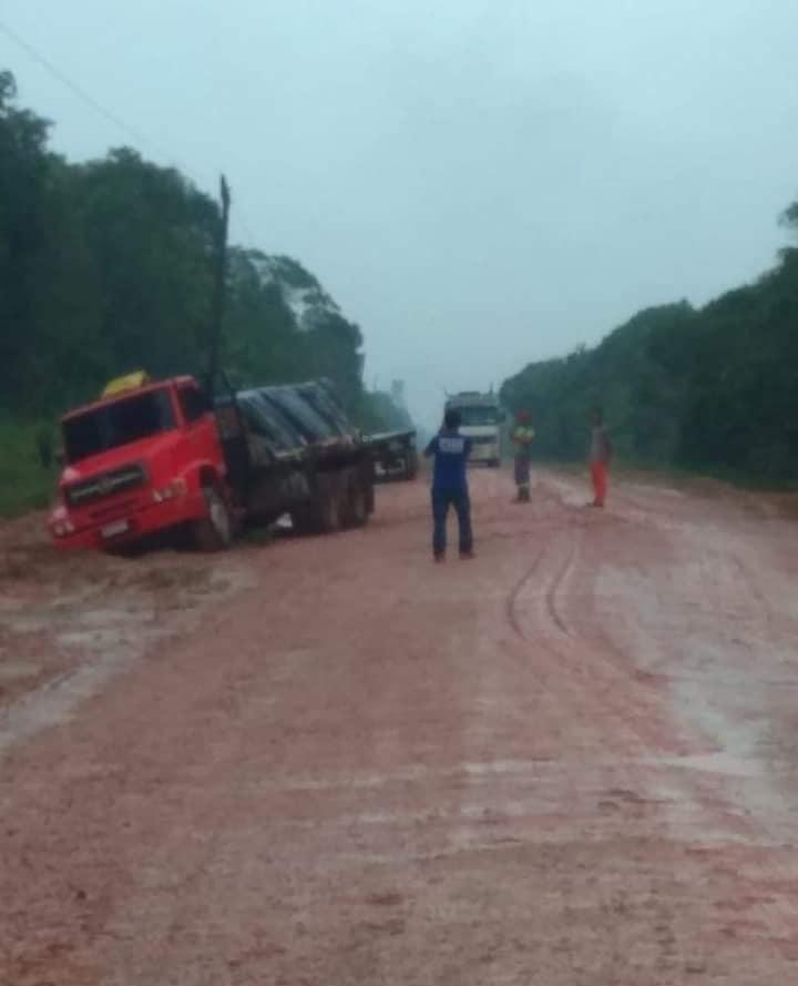 BR-319-beetje-regen-en-het-rijden-is-onmogelijk-4